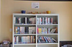 Bibliothèque sur place avec possibilité de location